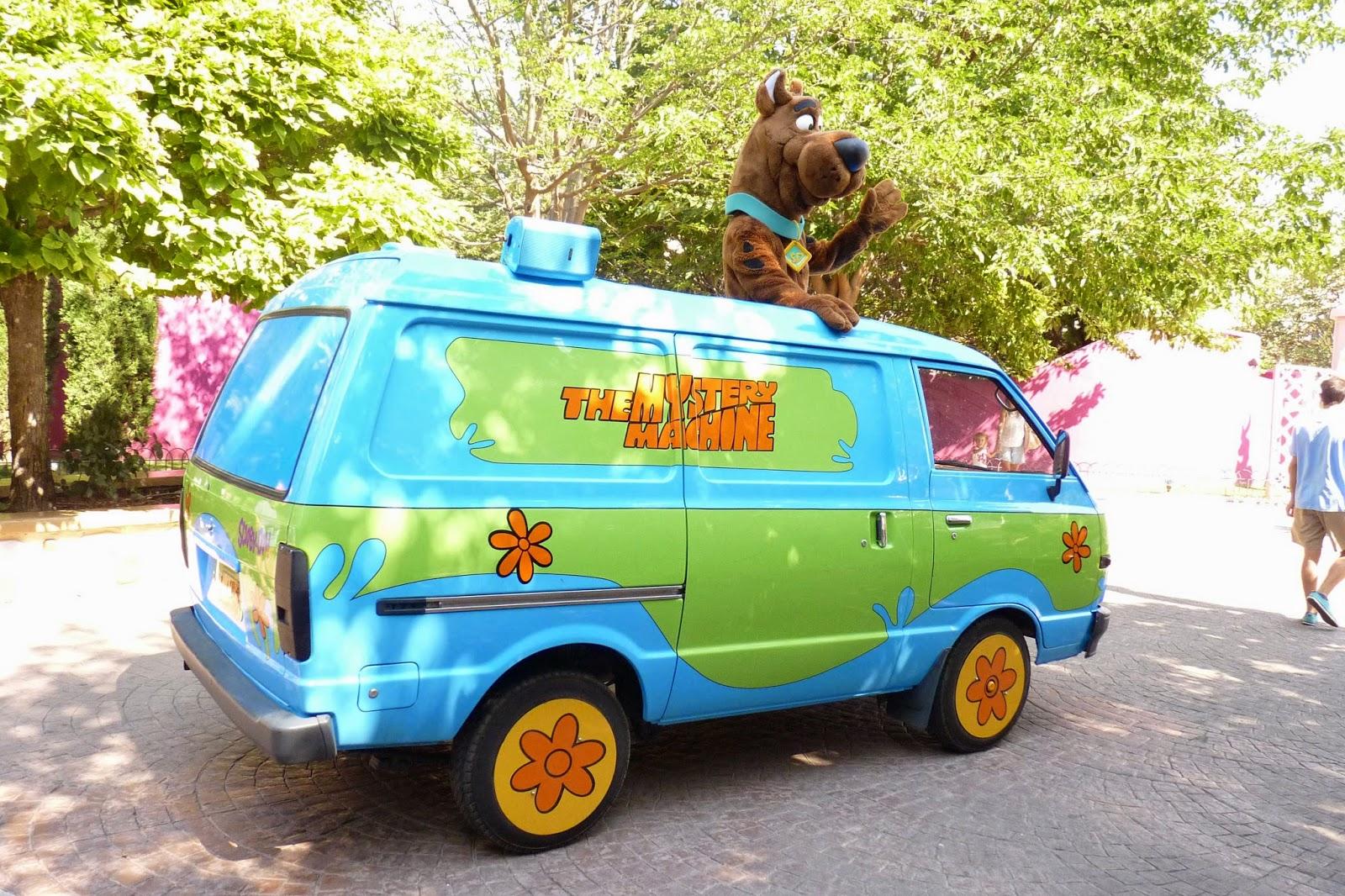 Scooby Doo y la furgo de Misterios S.A.