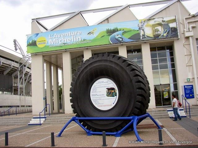 Le plus gros pneu au monde 5 tonnes..