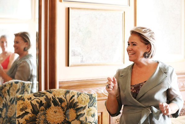 Grand Duchess Maria Teresa became a voluntary guide for 30 visitors invited to the Grand Ducal Palace. Ralph Lauren