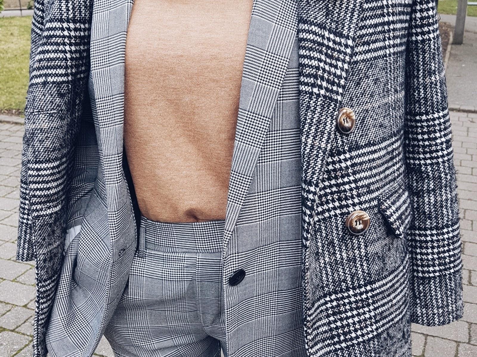 Double check czyli garnitur i płaszcz w kratę