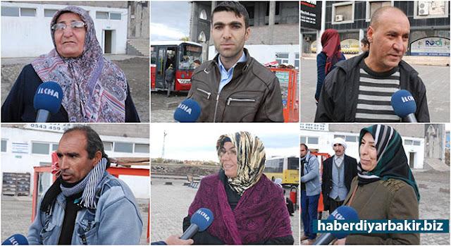DİYARBAKIR-Diyarbakır'ın merkez Kayapınar, Yenişehir ve Bağlar ilçelerindeki duraklarda, toplu ulaşım araçlarının yetersizliği nedeniyle saatlerce beklemek zorunda kaldıklarını söyleyen vatandaşlar, yetkililerden araçların sayısının arttırılmasını talep etti.