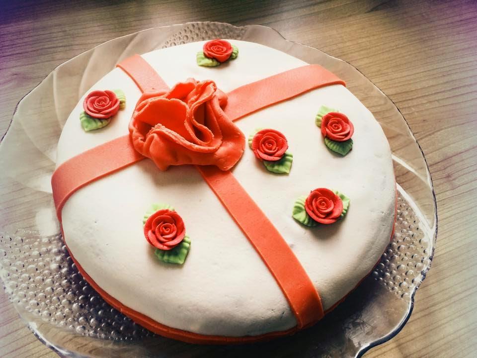 schoko erdbeer torte fondant beliebte rezepte von urlaub kuchen foto blog. Black Bedroom Furniture Sets. Home Design Ideas