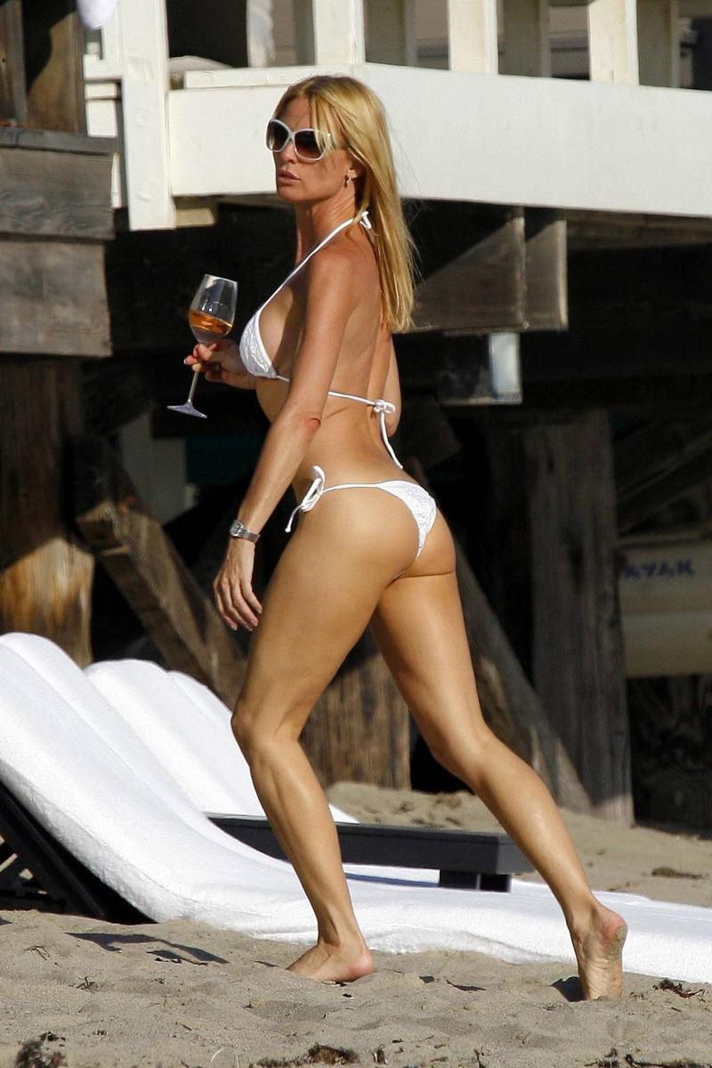 Nicollette Sheridan In Bikini 100