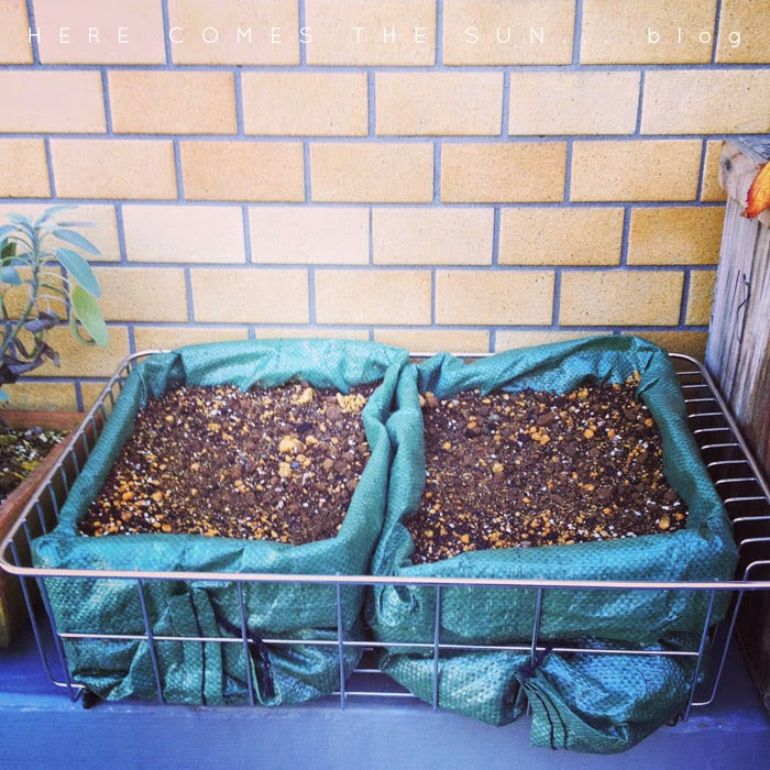 土のう袋と水切りカゴでプランターを手作り