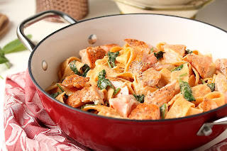 SALMON PAPPARDELLE IN ROASTED RED PEPPER CREAM SAUCE