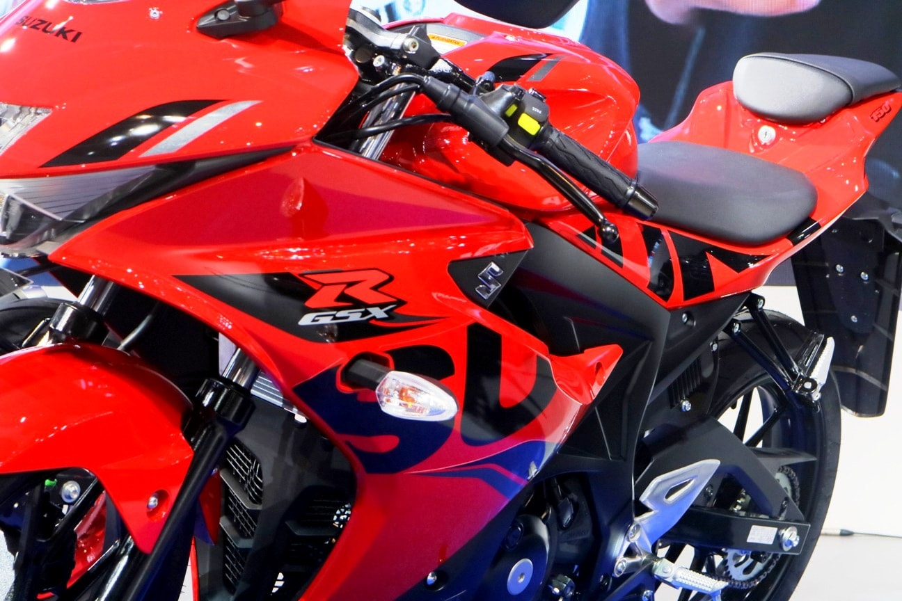 Suzuki Indonesia resmi rilis striping dan warna baru untuk New GSX R150 2018