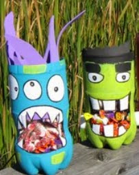 http://www.manualidadesblog.com/monstruos-con-botellas-de-plastico/
