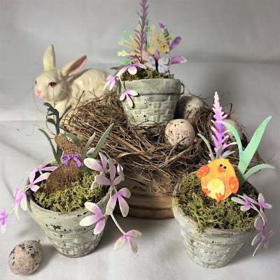 Sara Emily Barker https://sarascloset1.blogspot.com/2019/03/tiny-easter-table-decor.html Easter Table Decor Tim Holtz Sizzix Wildflower Stems Springtime Side-Order 1