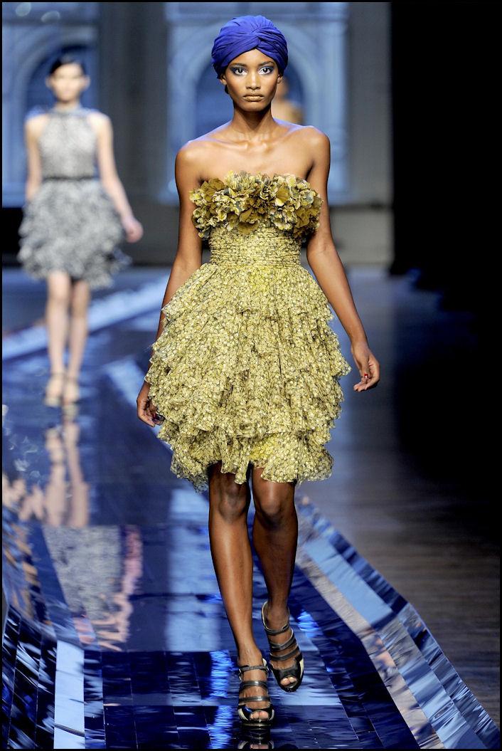 abito corto dorato Jason Wu New York pe2011