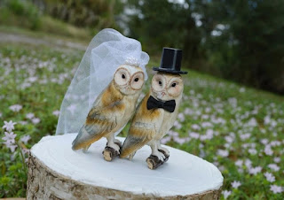 pretty awesome owls cake topper for rustic wedding themes