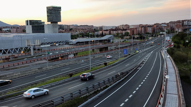 Carretera de acceso al puente de Rontegi