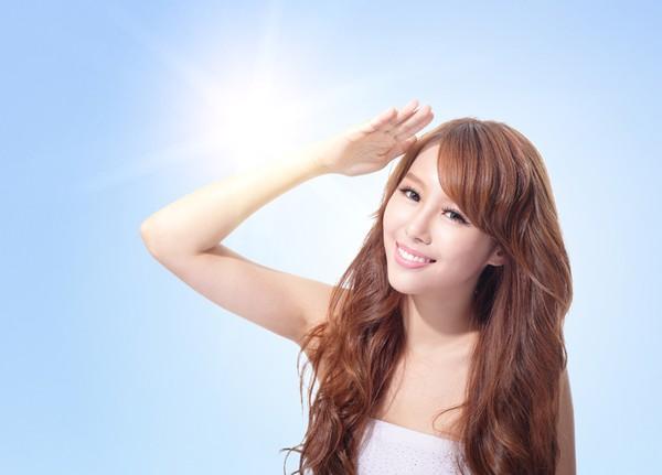 Da dầu là gì? Cách chọn kem chống nắng cho da dầu nhờn nhạy cảm?