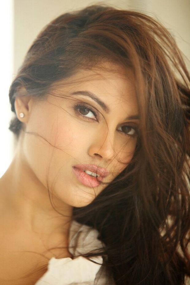 Nikii Daas Photos Tamil Actress photos images gallery stills