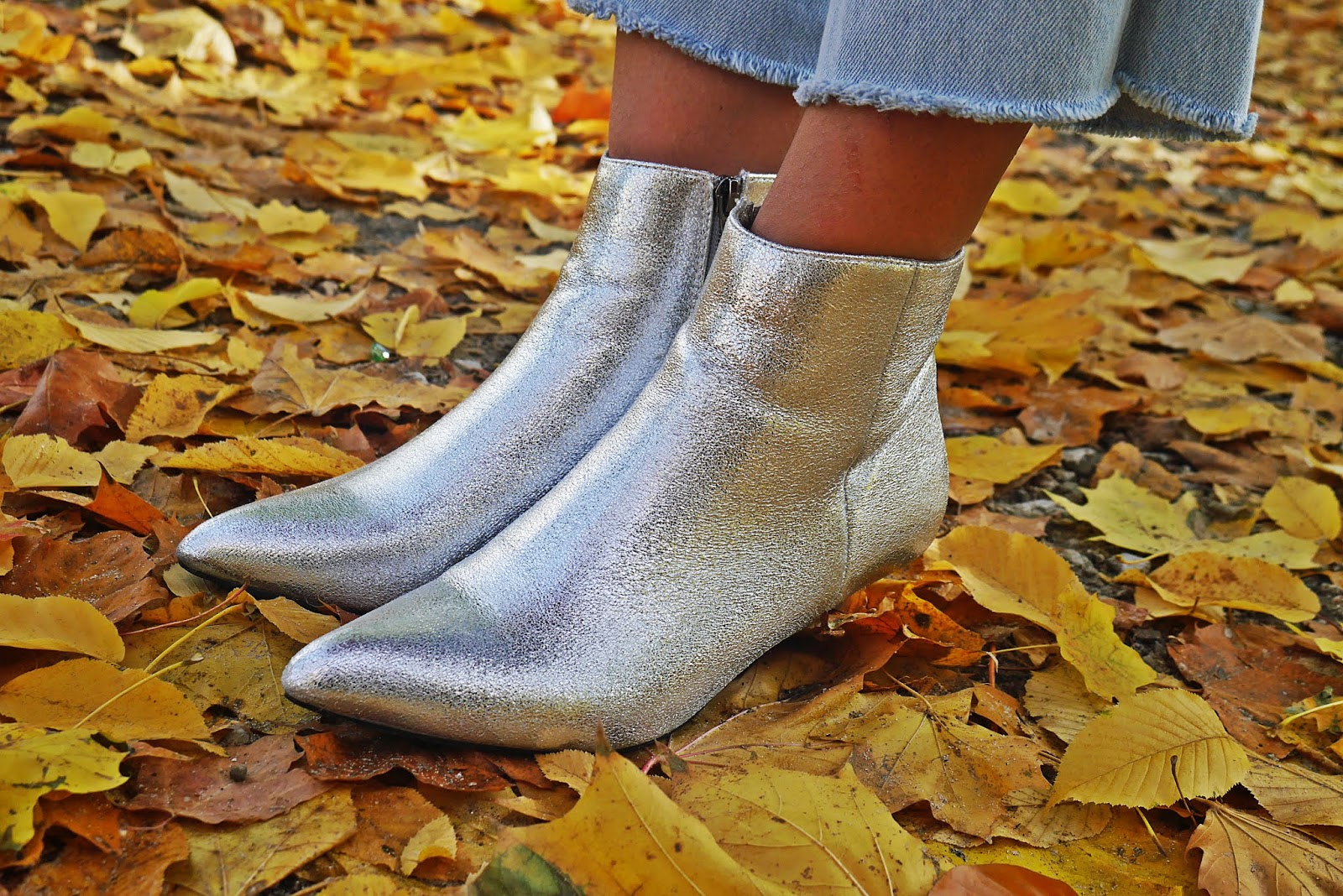 silver boots pink fur blue denim pants karyn blog modowy