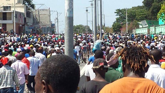 ' ' from the web at 'https://3.bp.blogspot.com/-fMdv5e3Q2zM/WfLG85FxxJI/AAAAAAAAA-I/LWoMIPhiK78Qja30GBKZjrEoVdtPNPF9gCLcBGAs/s1600/2017-10-24-Demonstrators-marching-in-Port-au-Prince-696x392.jpg'