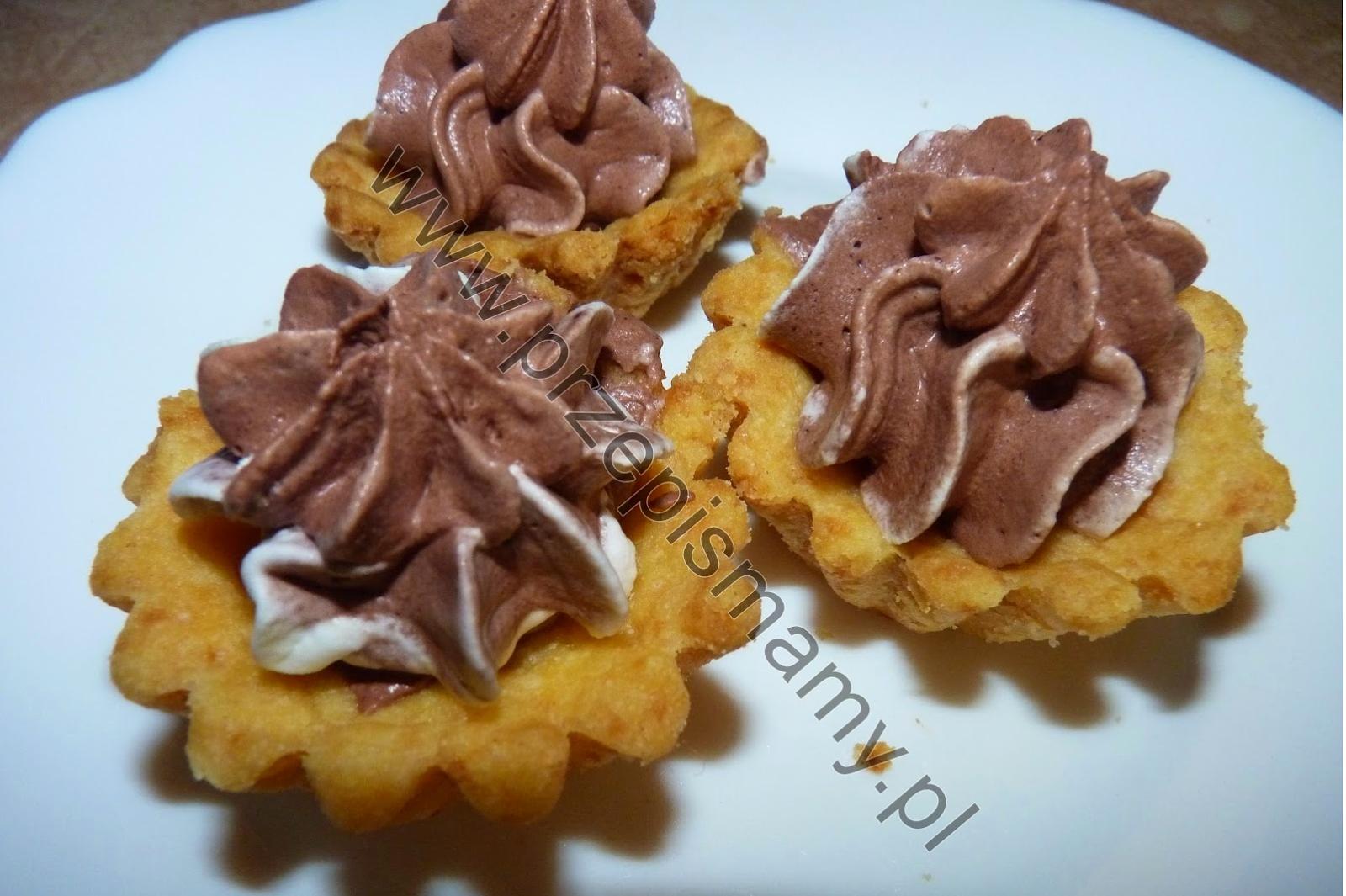 Kruche babeczki z musem czekoladowym