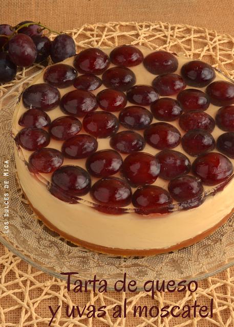 tarta de queso y uvas
