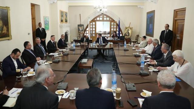 Οδηγούν την Κύπρο στην αγκαλιά της ισλαμικής Τουρκίας