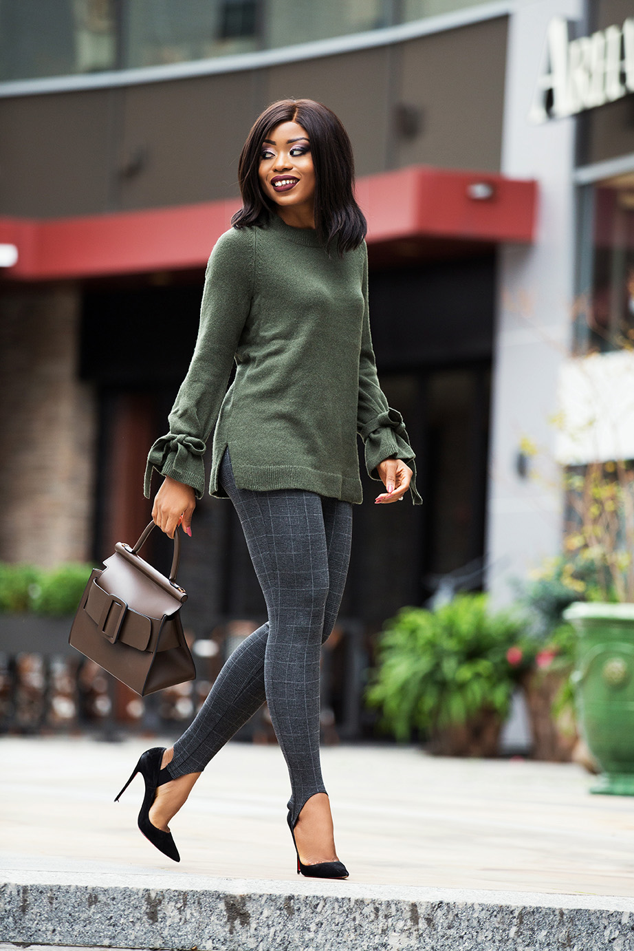 what to wear for thanksgiving dinner, stirrup leggings, tie-knot sweater