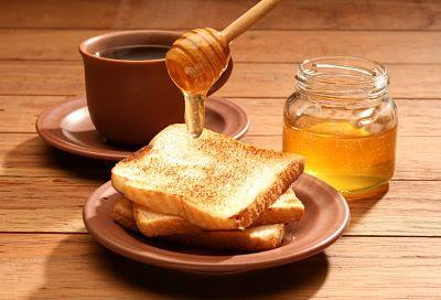 La miel es un ingrediente perfecto para suplantar a la azúcar en las comidas.