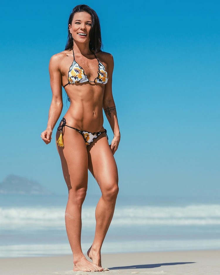 Brazilian fitness model Tabata Chang 2