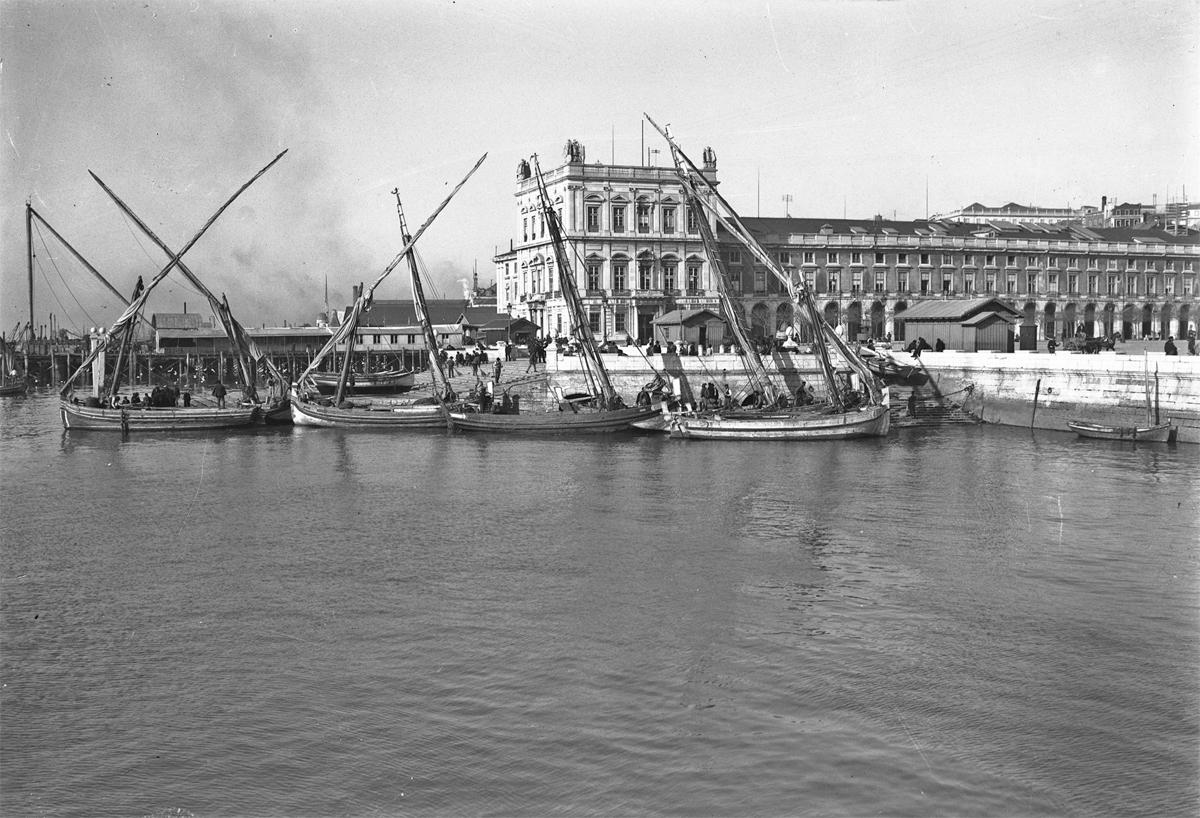 Canoa boat Lisbon