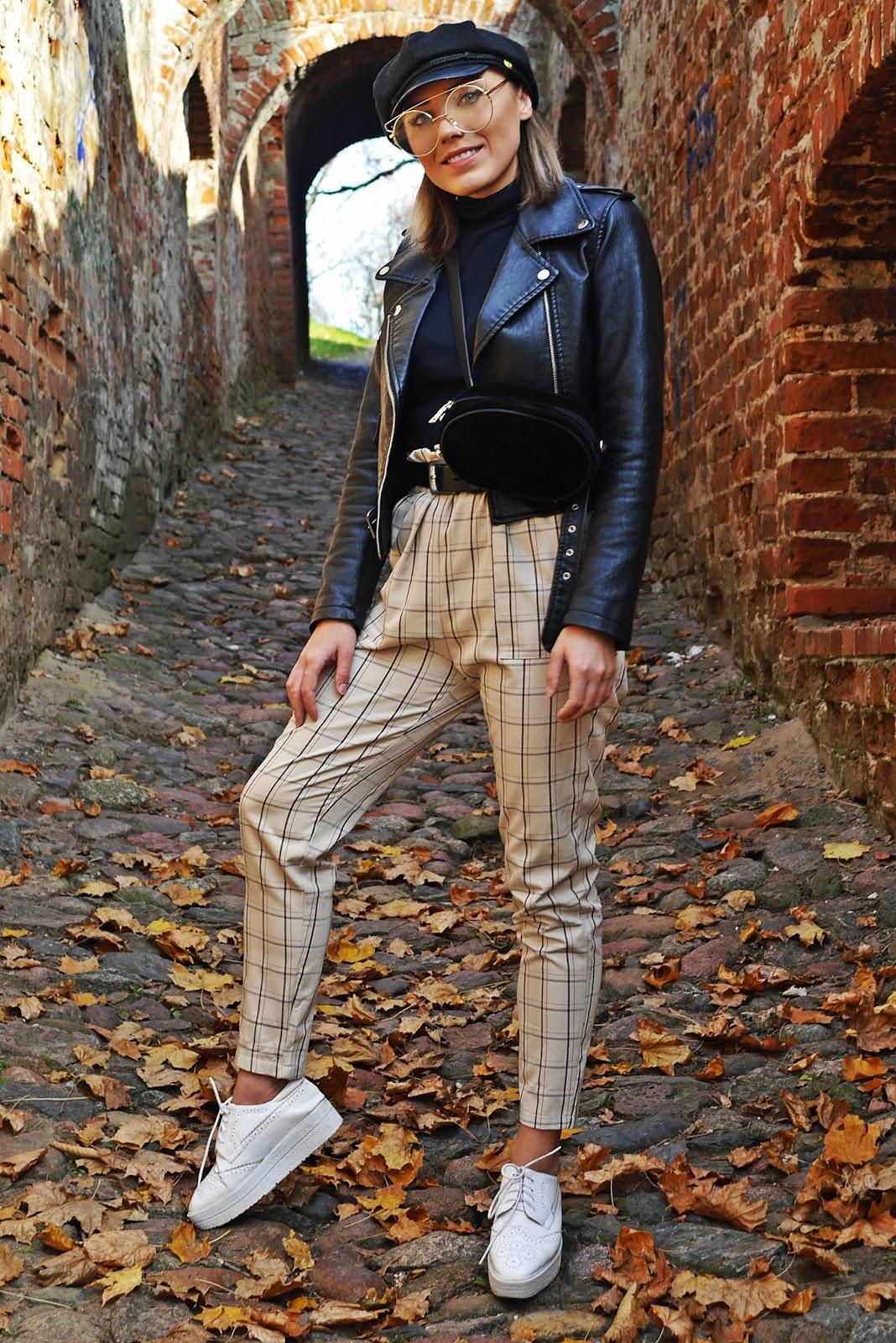 Spodnie w kratę czarna ramoneska czapka z daszkiem karyn blog modowy  damski ciekawy blog o modzie