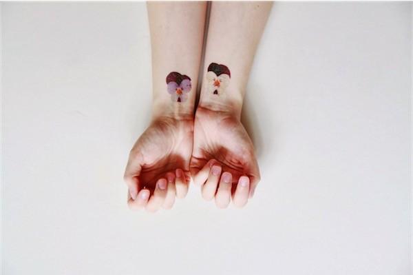Tatuagens femininas para o pulso