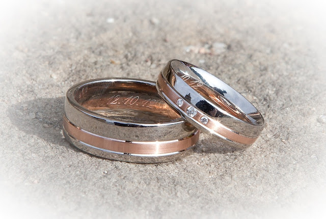 couple-wedding-ring