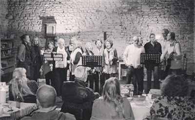 sing from the heart, singing, workshops, de tout coeur limousin, Creuse, group singing, health, wellbeing, singing lessons, singing workshops, singing holidays, France, Limousin, group activities, what's on, things to do, events, 23, 87, Haute Vienne, music, music making, Bette Midler, Cilla Black, Elbow, The Beatles, Buddy Holly, Joan Baez, folk, pop, rock, David Bowie,singing lessons, singing teacher, vocal coaching, singing holidays, choirs, singing groups,