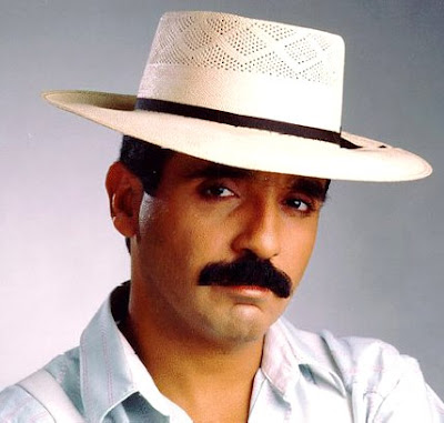Foto de Willie Colón con bigote grande