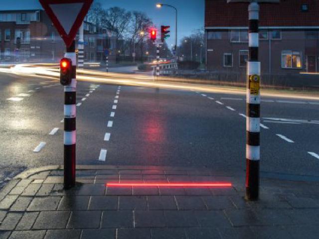 Olanda, semafori a terra: avanzo tecnologico o inutile invenzione?