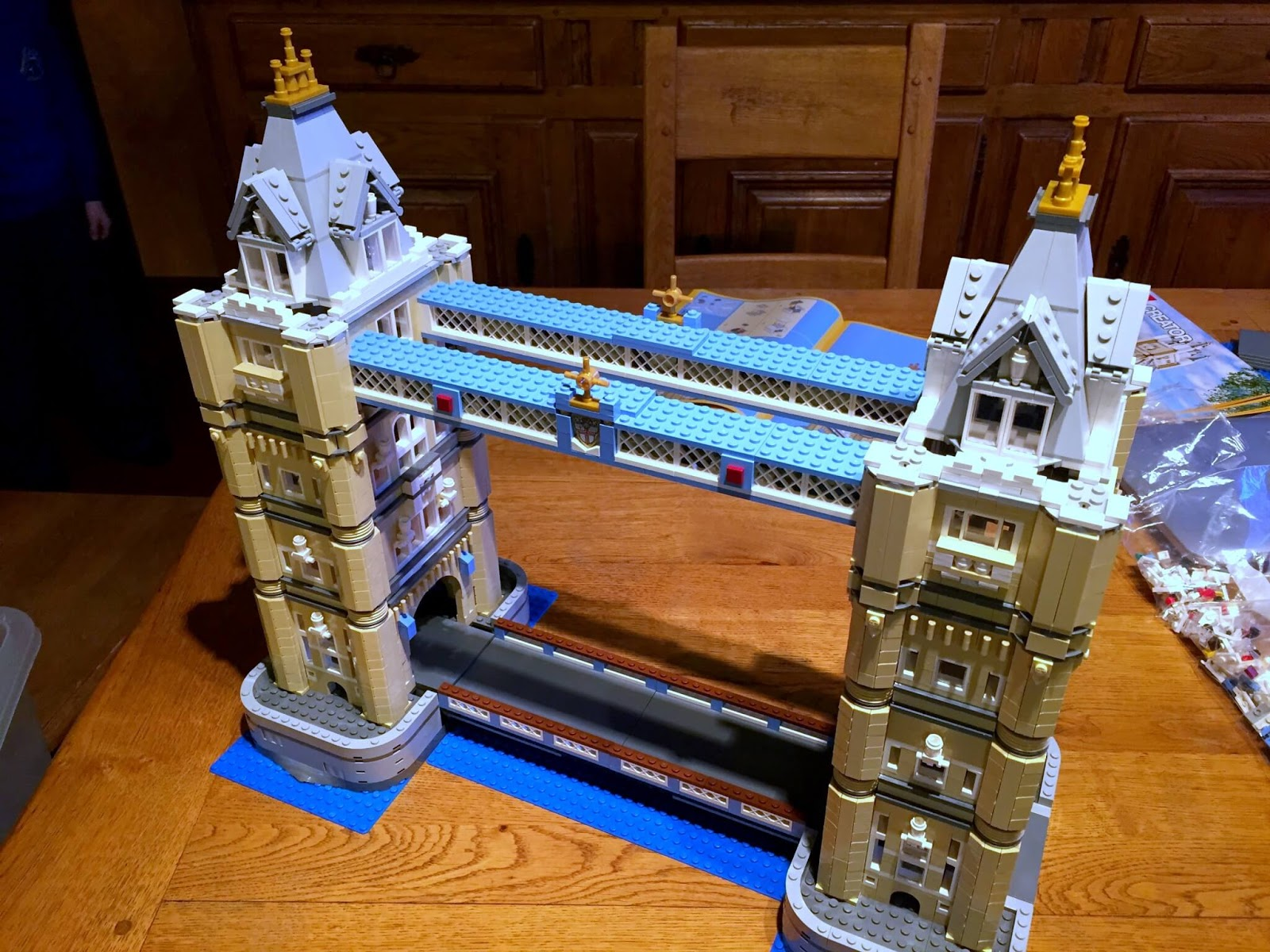 Building Lego Tower Bridge 10214 | The towers are almost finished.