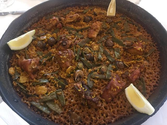 Paella de pollo y conejo del restaurante casa Borras