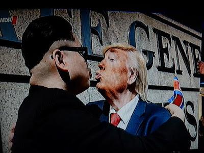 http://www.faz.net/aktuell/politik/trumps-praesidentschaft/lob-fuer-donald-trump-bei-kabinettssitzung-erinnert-an-nordkorea-15058882.html