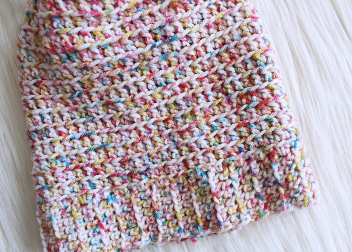 Mommy and Me FREE beanie and scarf patterns by @thehooknook