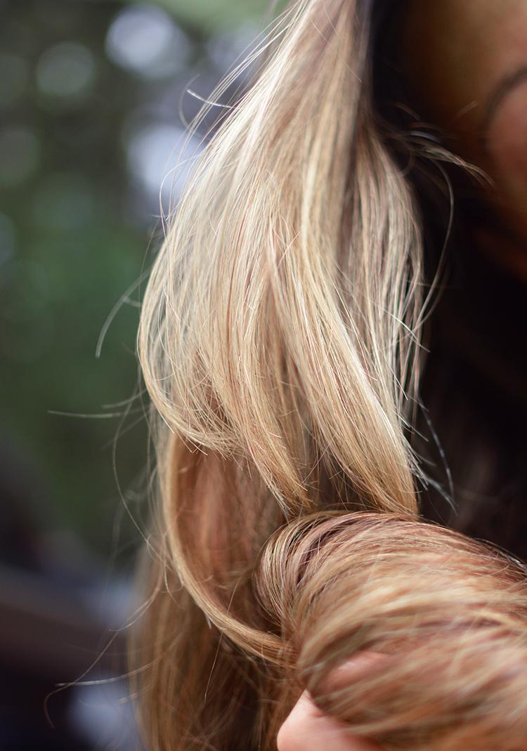 Jak naturalnie rozjaśnić włosy, rozjaśnianie włosów cytryną