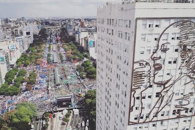 Casi medio millón de personas: impactante convocatoria en la 9 de julio para manifestarse en contra de las políticas de ajuste del gobierno de Mauricio Macri