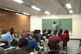 UFCG abre concurso para professor e remuneração é de R$ 6,6 mil