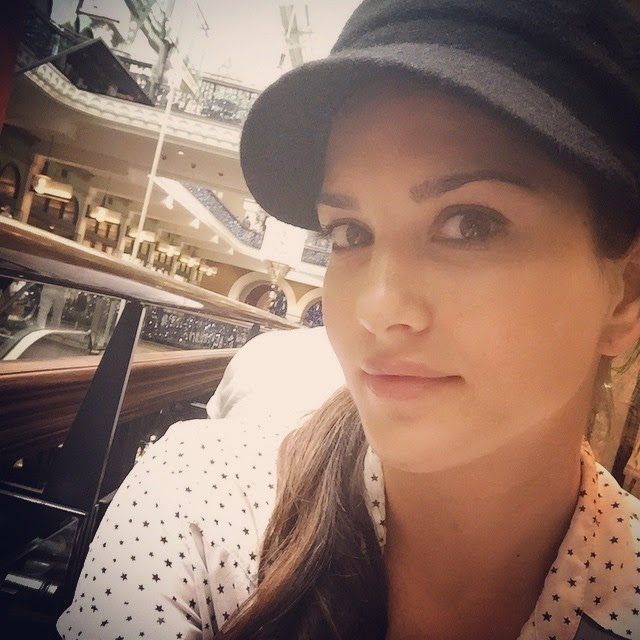 hanging in sydney! yummy lunch in queen victoria mall! feels good to have a healthy meal, Sunny Leone Selfie Images - Latest Hot Real Life Pics of Adult Star Sunny Leone