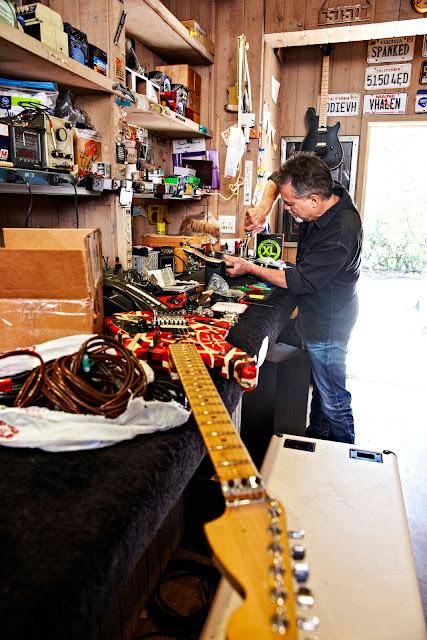 Eddie-Van-Halen-Trabalhando