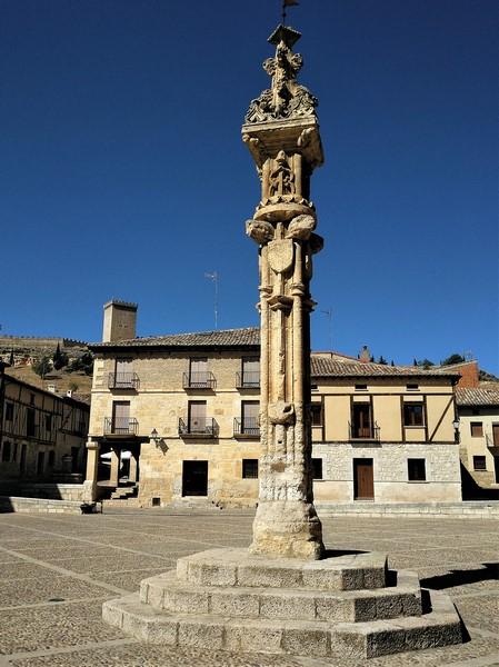 El Rollo de Peñaranda de Duero en la Plaza Mayor