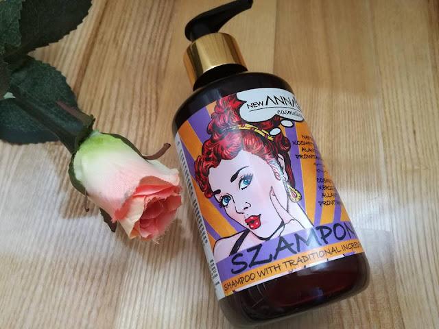 Szampon do włosów z naftą kosmetyczną, Alantoiną i Prowitaminą B5