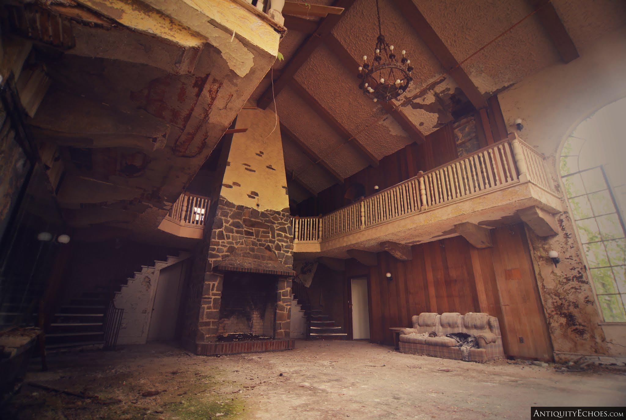 Nevele Grande - Foyer Fireplace