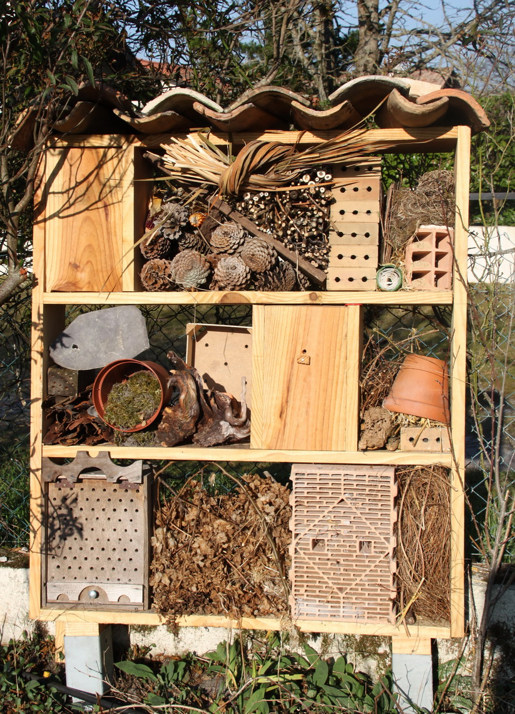 abri insectes. Black Bedroom Furniture Sets. Home Design Ideas