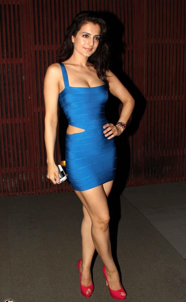 Ameesha Patel Hot Sexy Photos ameesha patel sexy looks in sexy blue dress | ritzystar