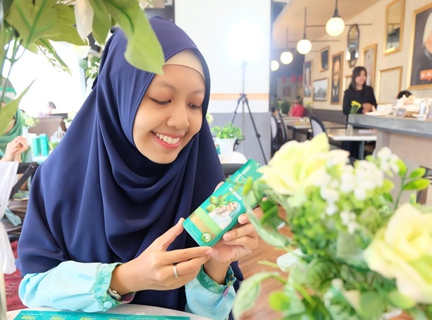 azalea hijab dating