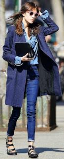 Look ganga total - calças e camisa com sobretudo azul escuro