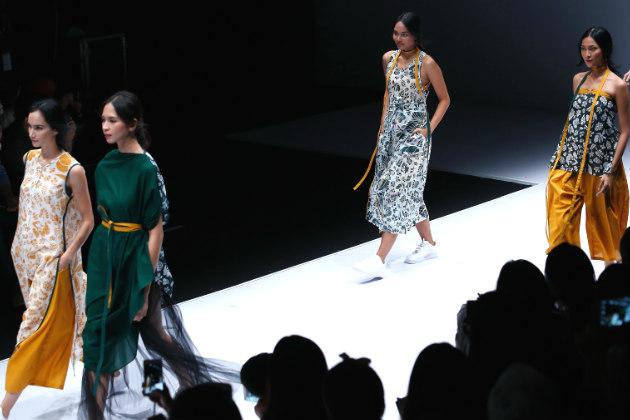 Fashion Terkini Kolaborasi Estetika dan Bahan Busana