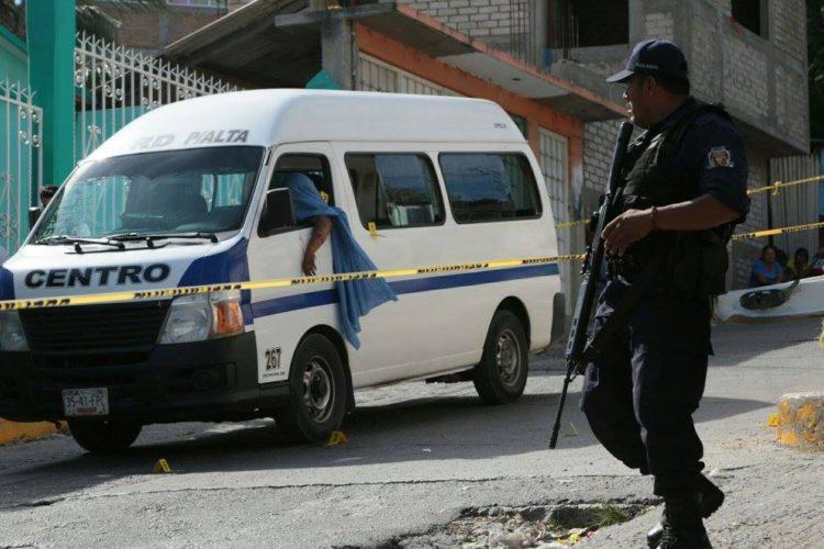Asaltan camioneta de transporte público en Chilpancingo; 3 muertos y 4 heridos